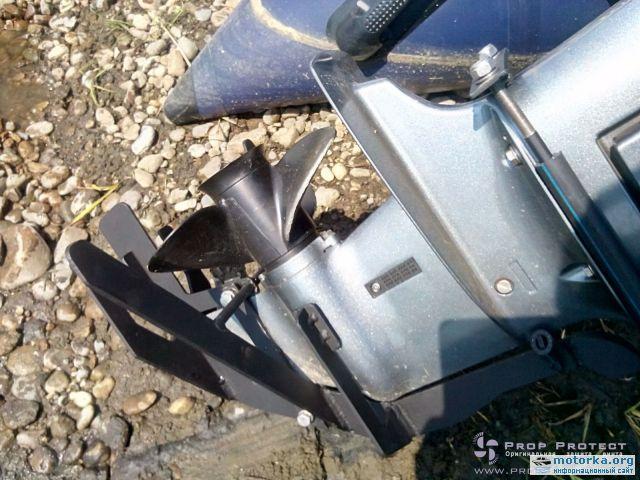 защита лодочного мотора тоннелем