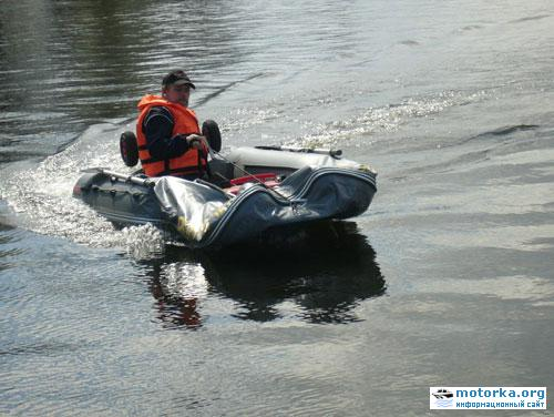 на лодке без спас жилета