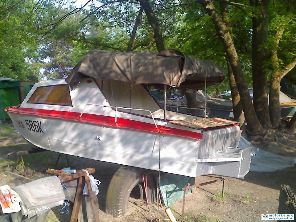 отверстие для весла на лодке