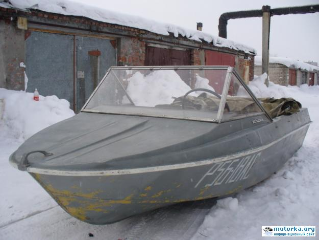 Носовая палуба моторной лодки Крым-М