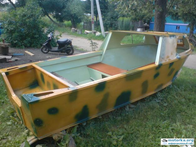 Моторная лодка Серебрянка3 вид с кормы