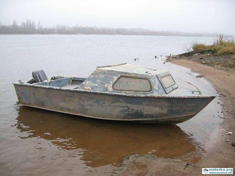 лодка Серебрянка-3 возле берега