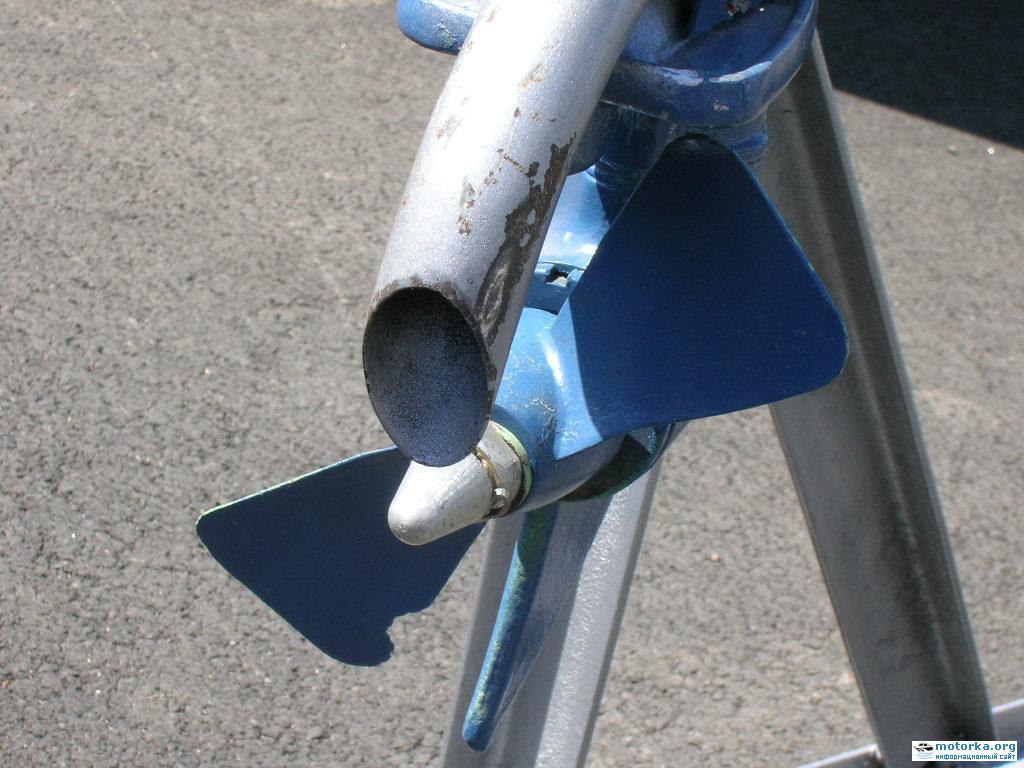 подвесной лодочный из бензопилы