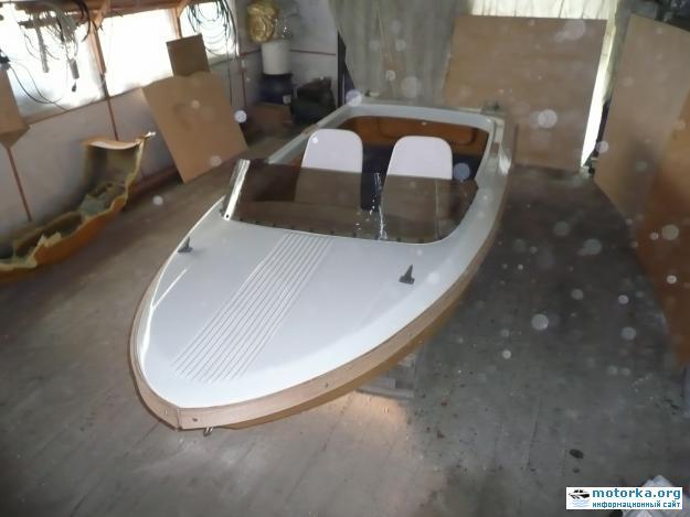 Моторная лодка Ладога
