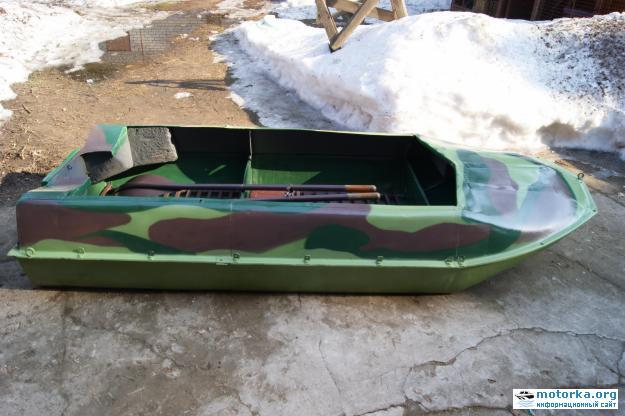 видео лодка романтика под мотором