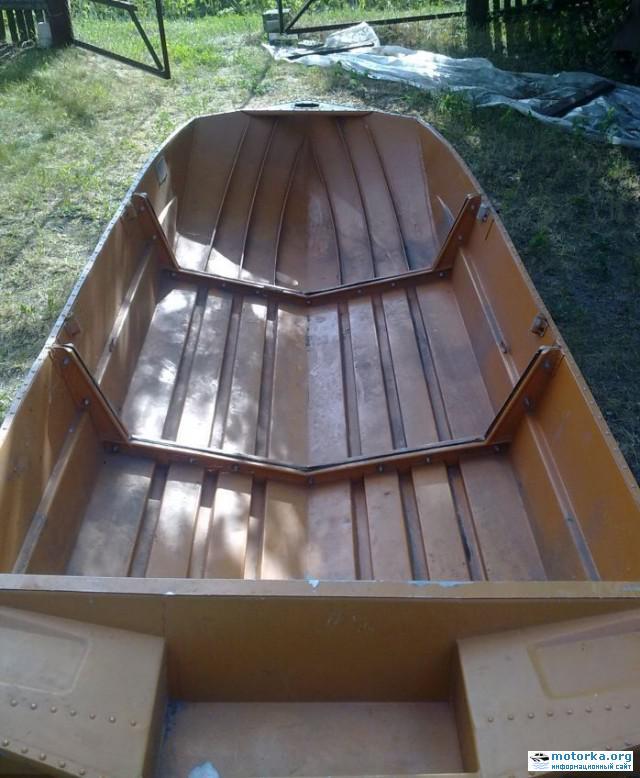 Вид со стороны кормы на кокпит лодки Автобот