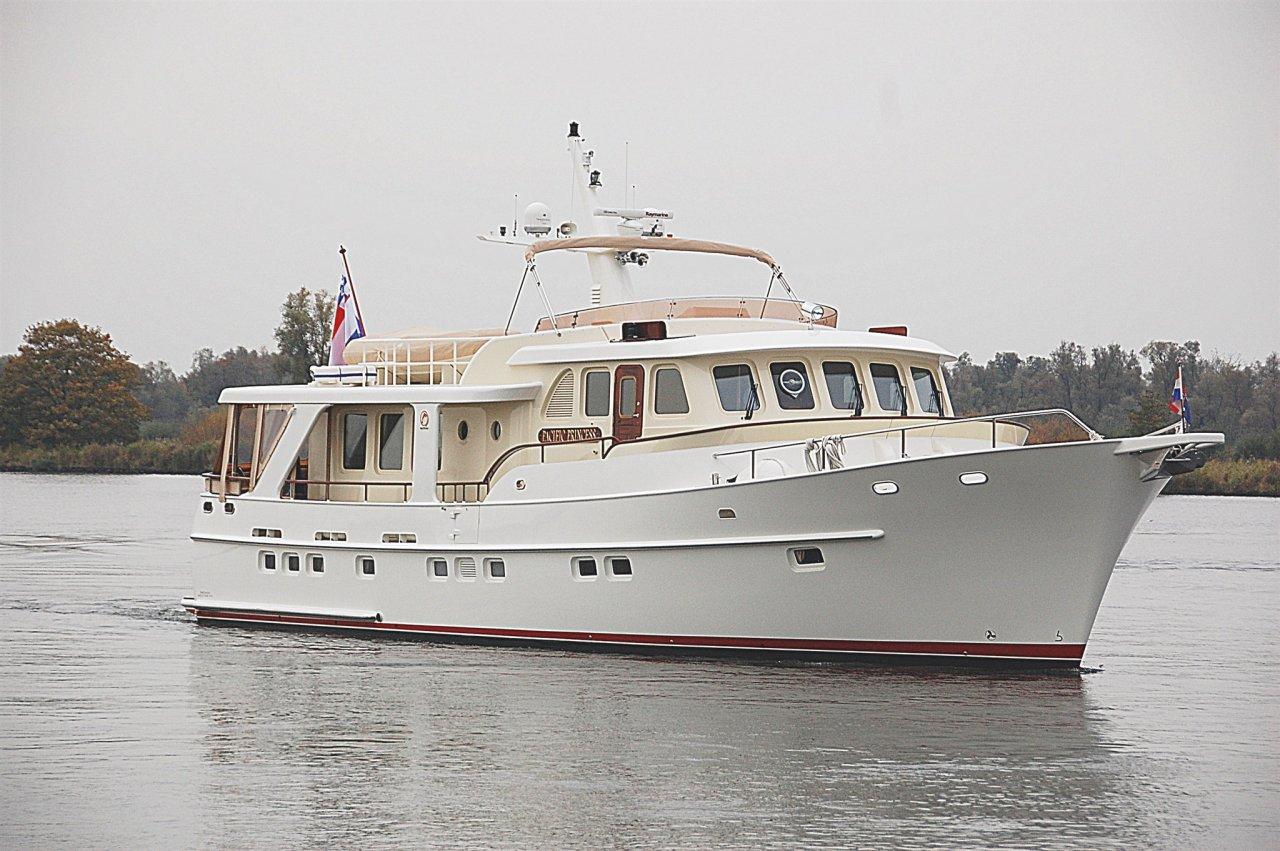 Alm Delfino 65