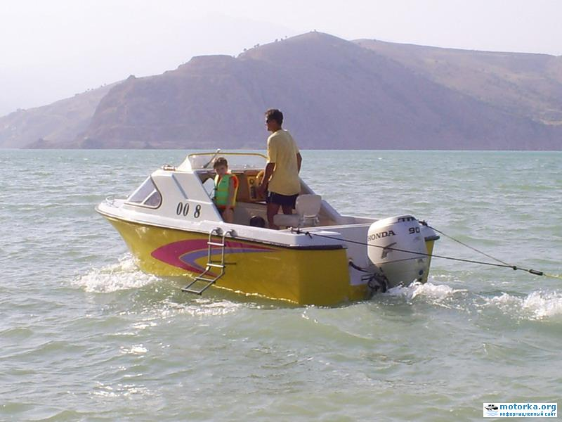 Катер Ритм с подвесным лодочным мотором