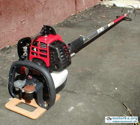 Общий вид лодочного мотора из газонокосилки