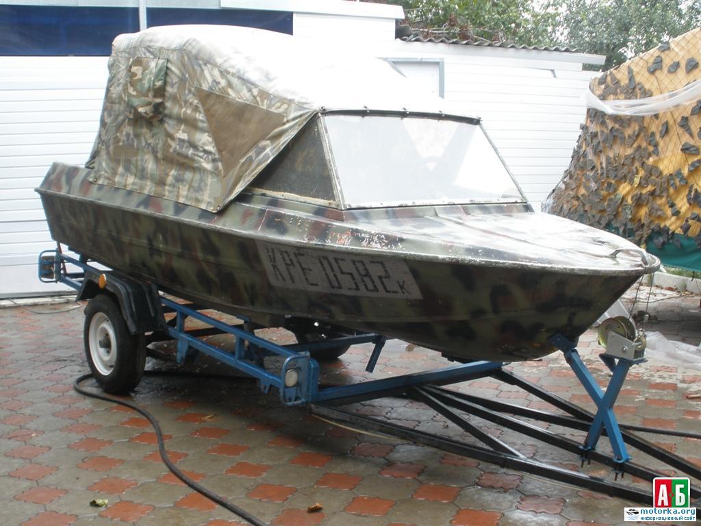 лодка Крым под тентом