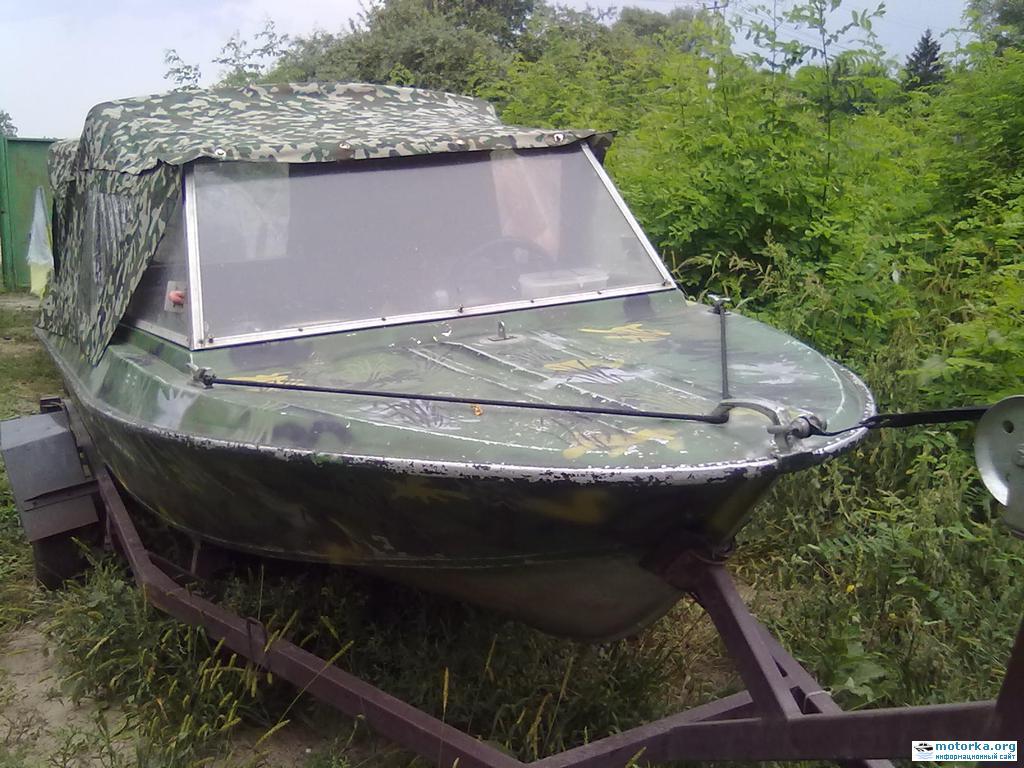 лодка Крым на трейлере, вид спереди