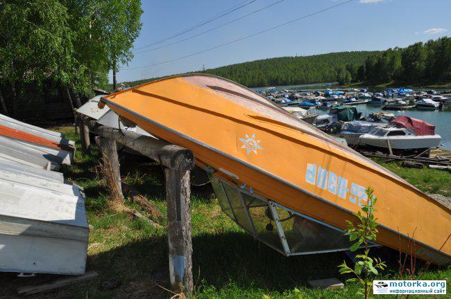 лодка Крым-3 зимнее хранение в перевернутом положении