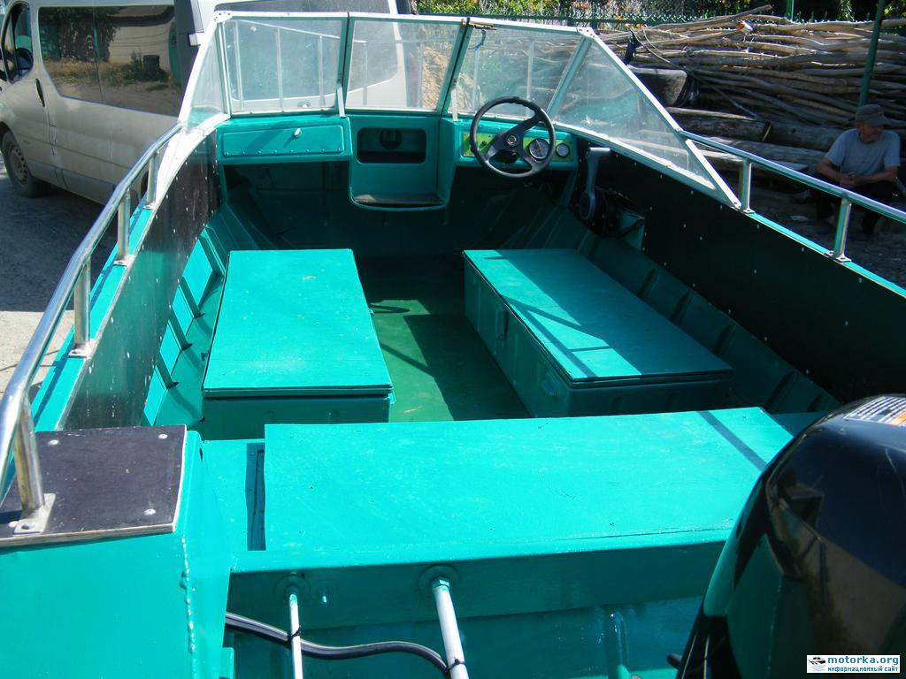 салон моторной лодки Крым 3