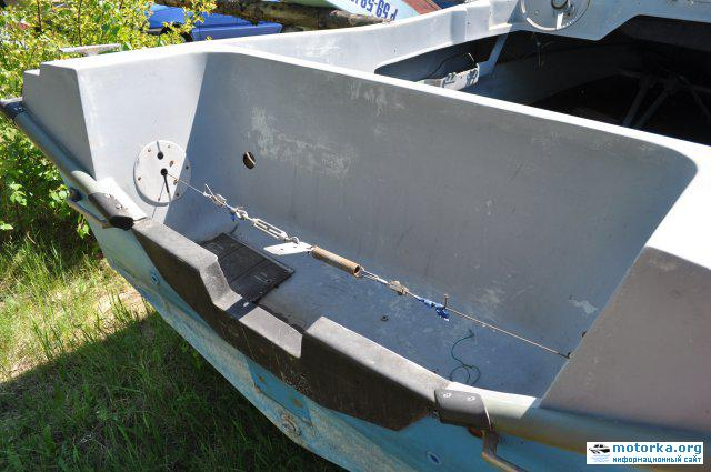 транец лодки Темп и самоотливной рецесс