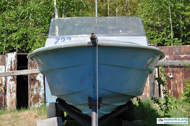 Лодка темп, вид спереди