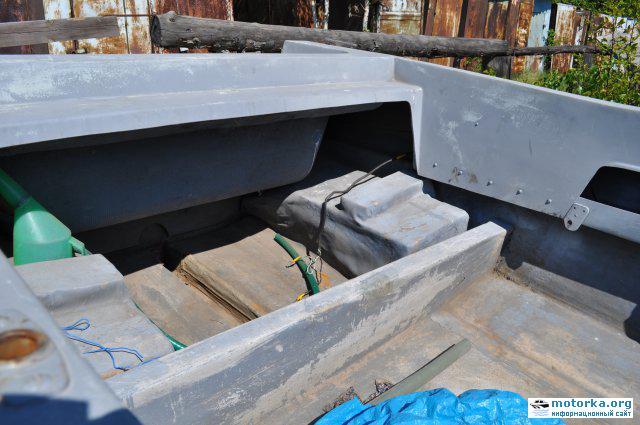 лодка Темп, вид на корму и место установки задних сидений