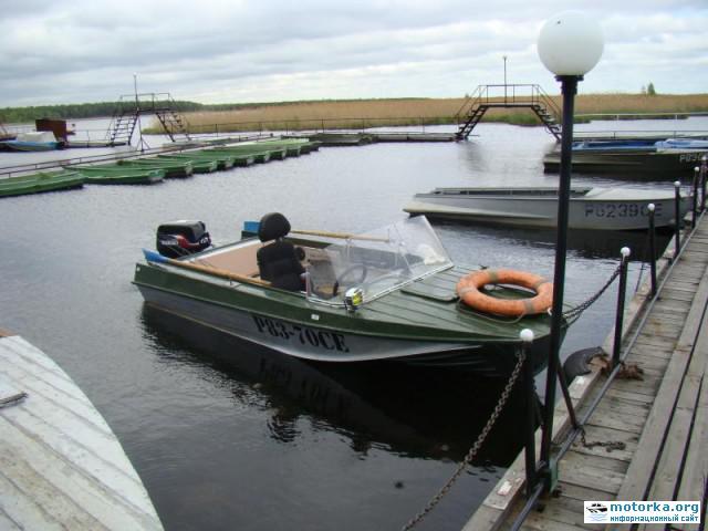 мотор Suzuki DT40 на лодке