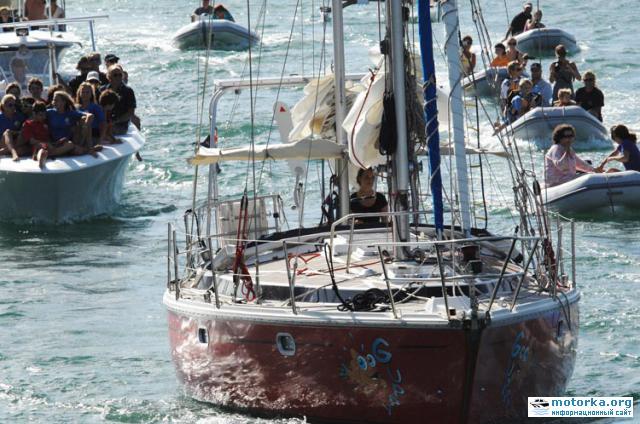16 летняя Лаура Деккер совершила кругосветное плавание на парусной яхте