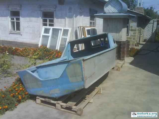 Моторная лодка Серебрянка-3, вид с кормы