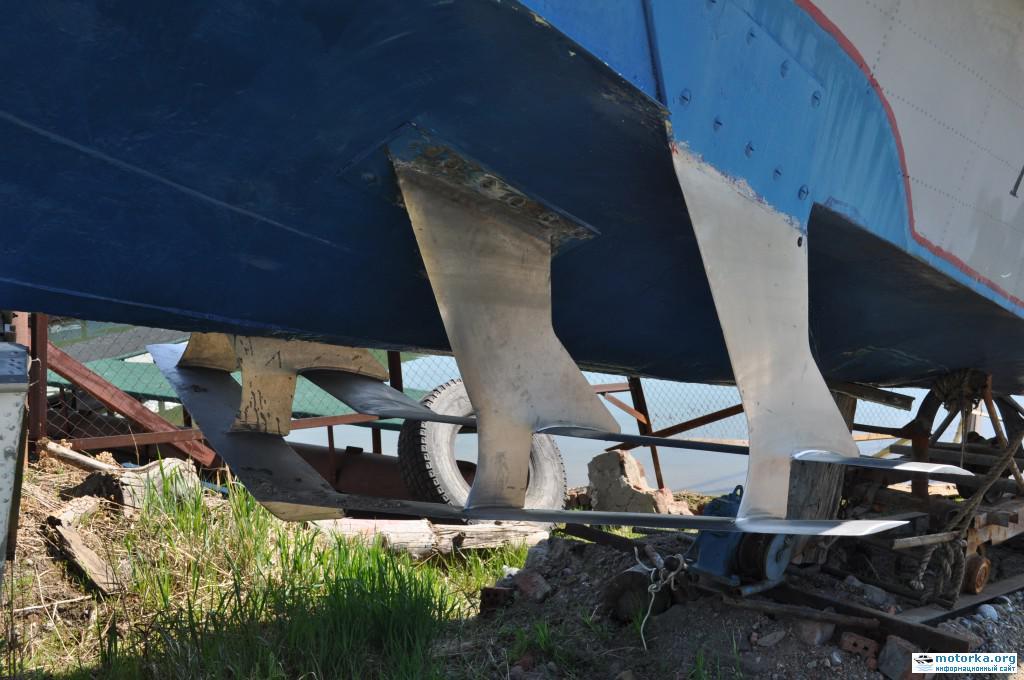 Катер Волга, передние подводные крылья