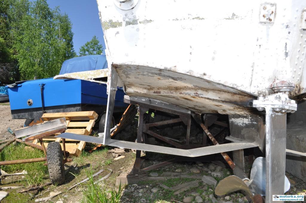 Катер Волга, руль, винт и задние подводные крылья