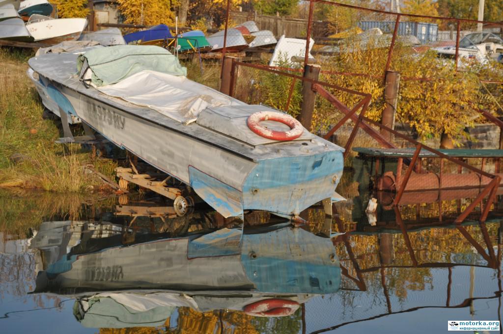 Катер Волга, вид на корму