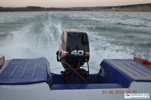 лодка Обь-3 на ходу с мотором Suzuki DT40