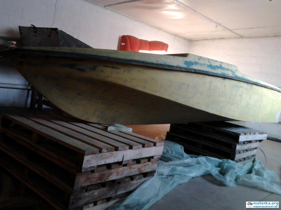 Моторная лодка Юг-2500