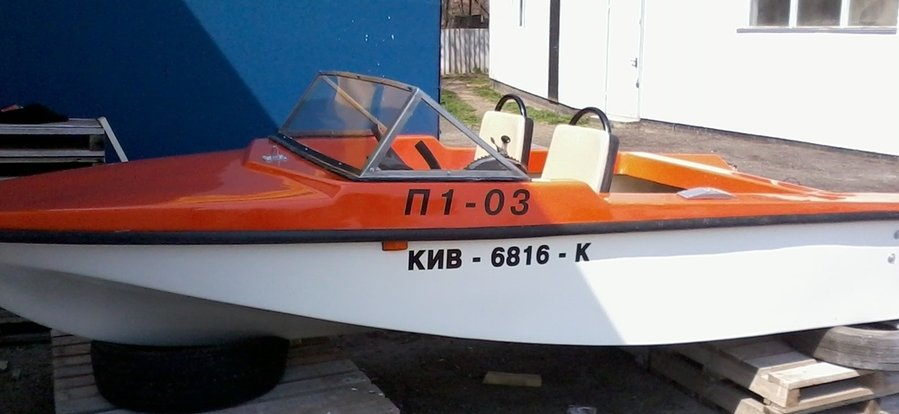 мотолодка Юг-2500