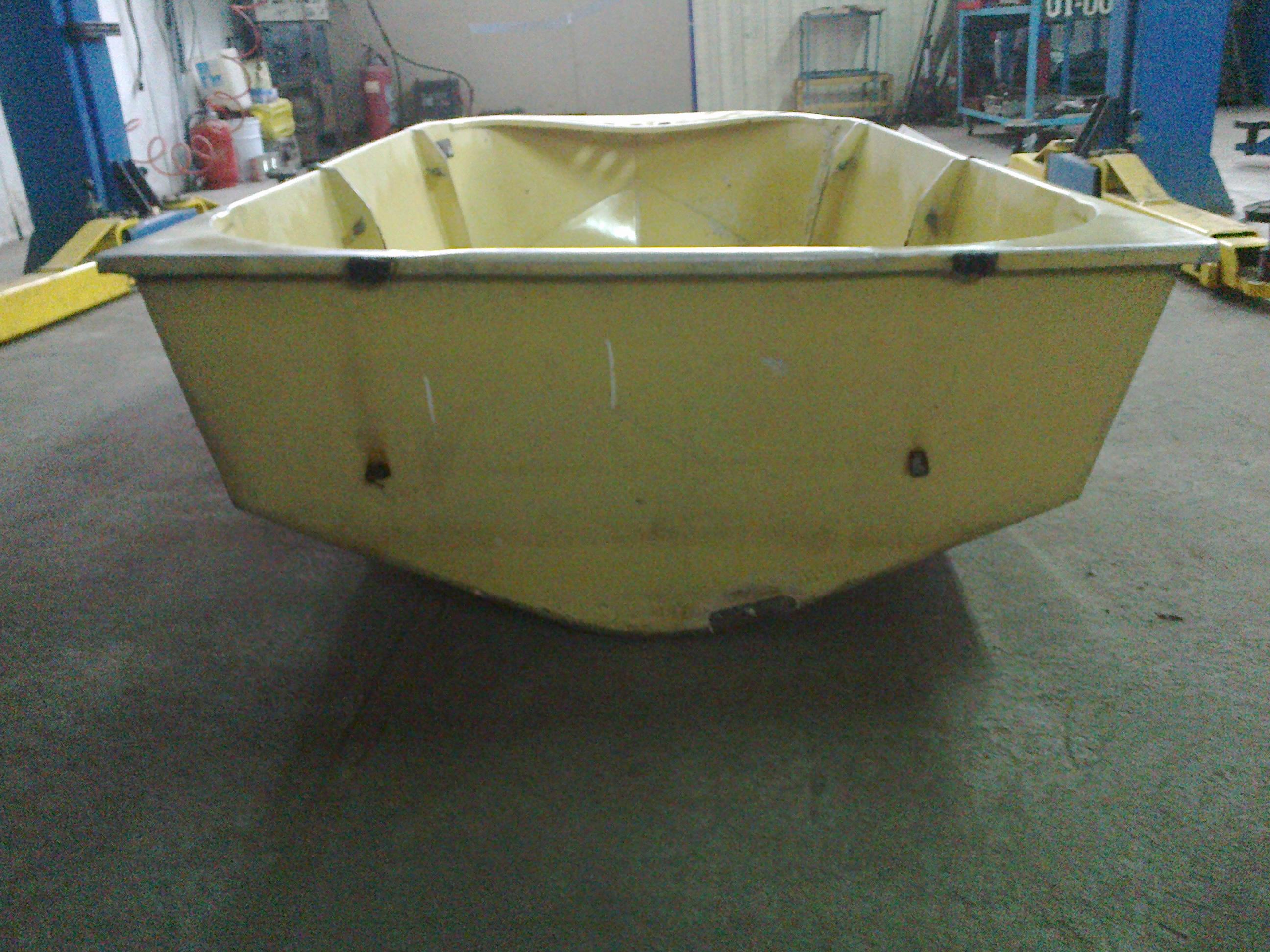 лодка Малютка-3 вид сзади