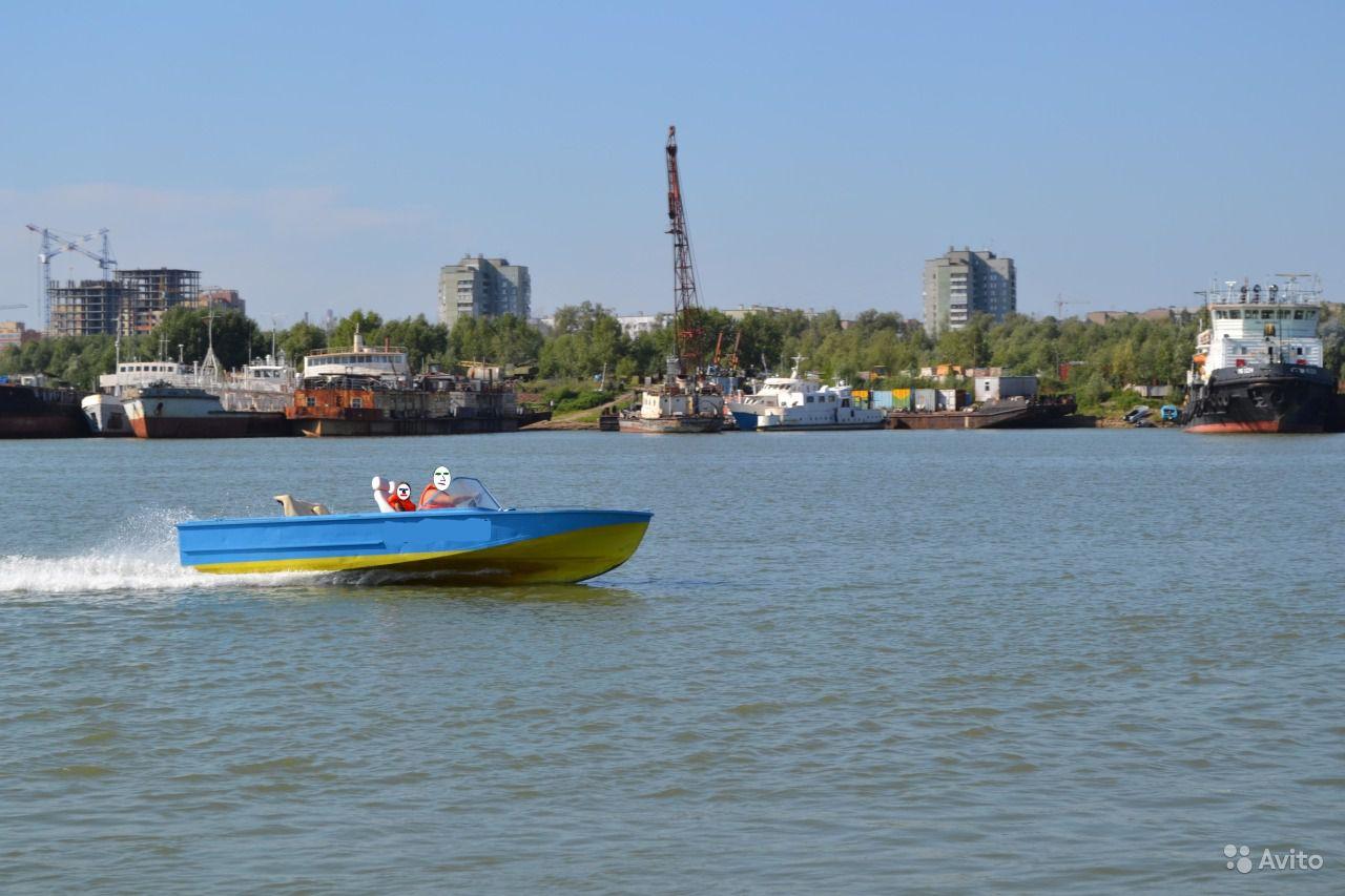 катер Амур-М на воде