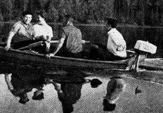 мотор Турист (Салют) на лодке