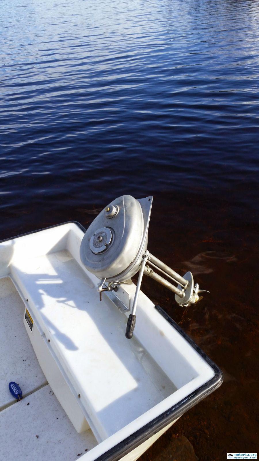 Evinrude elto Ranger 1.1 HP на лодке